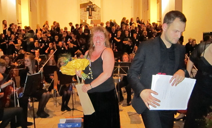 Standing ovation! Mel and Marcus2 at the end of the Bonn concert, July 2011 class=