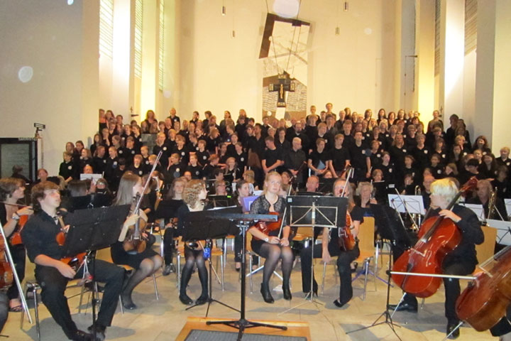 Choir and orchestra tuned up and ready to play. Bonn, July 2011 class=