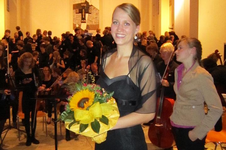 Mareike, the fantastic soprano soloist, receives her flowers, Bonn, July 2011 class=